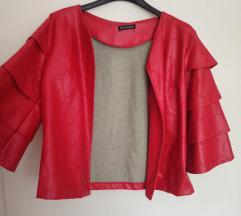 Crvena jaknica sa reljefnim šarama