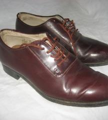 Lakovane bordo kožne cipele