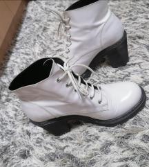 Bele kozne cizme SNIZENE NA 1300