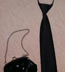 Satenska kravata i elegantna torbica