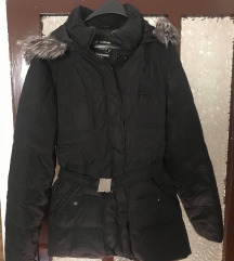 Crna zimska jakna sa veštačkim krznom