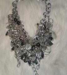 Helenadia ogrlice svaka po 1500 do vikenda