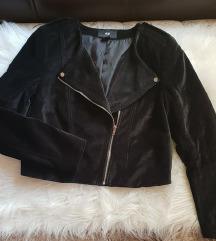 NOVA H&M Crna plisana jakna M/L