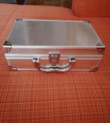 Manji kofer za sminku