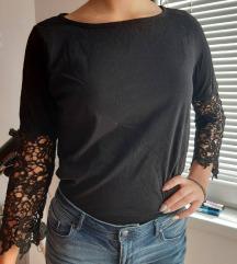 Crna bluza sa vezom na rukavima