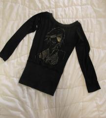 32. Majica crna, zlatna aplikacija, lik devojke