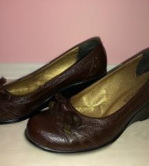 Cipele sa ortopetskom petom