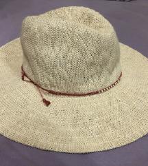 NOVI OYSHO šešir placen 3500