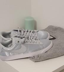 NIKE original sivo-srebrne patike.NOVO!