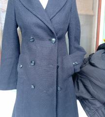 H&M crni kaputic sa sarenom postavom