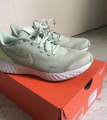 Nike patike nove