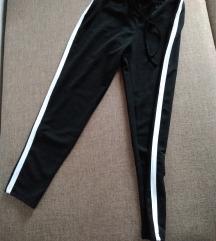 Pantalone sa belom crtom