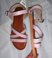 Nove sandale 37 i 38