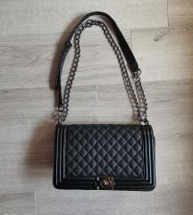 Crna torba like Chanel boy kao nova
