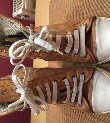 Poludoboke cipele-patike