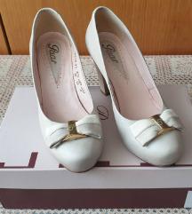 Paar kožne cipele