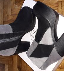 Zenske cipele cizme