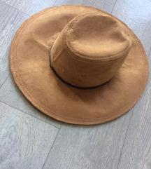 Bershka šešir