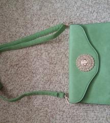 Zelena pismo torba sa zlatnim brošom i kristalima