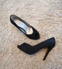 Crne cipele sa otvorom