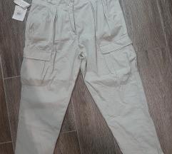 Pantalone sa dzepovima NOVO