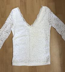 Bershka cipkasta bluza- V sa obe strane