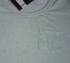 NOVA sa etiketom zanimljiva zelena majica