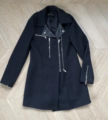 Zara strukirani crni kaput