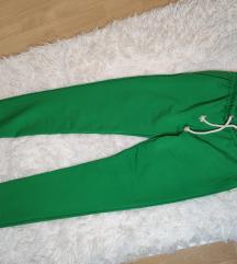 Zelene donji deo trenerke nove 🍀
