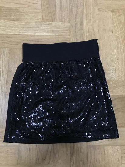 Crna suknja sa perlicama