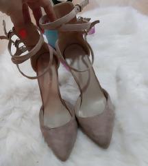 RASPRODAJA ZBOG SELIDBE bez cipele