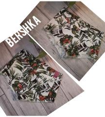 Bershka cvetni texas sorts
