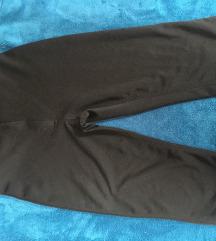 Crne kratke zenske pantalone