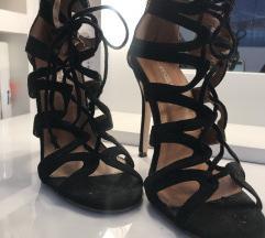 Opposite sandale