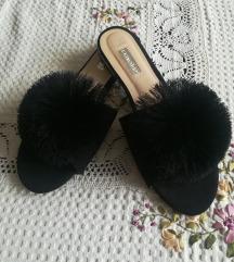 PRIMARK crne papuce sa bućkom
