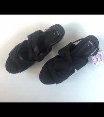 Bershka sandale sa platformom