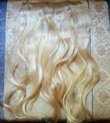 Plava uvijena kosa na klipse