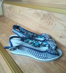Teget-bele sandale