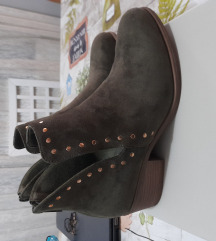 Nove cizme 39 maslinaste