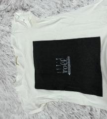 •Bela majica sa printom•Rasprodaja