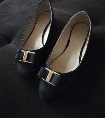 Crne baletanke sa mašnom