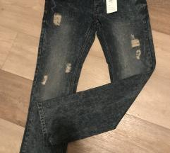 Nove muske pantalone
