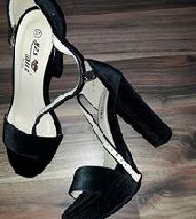 crne plisane sandale