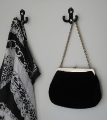 Crna večernja torbica