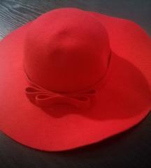 Sniženo 599! NOVO! Crveni šešir za zimu
