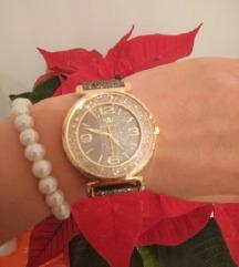 Nov srebrnozlatni sat