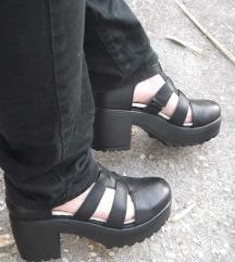 SNIZENA NA 2000din.Sandale na platformu