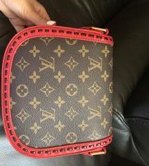LV torbica sa crvenim detaljima