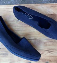 Kožne teget cipele