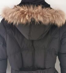 Jako topla crna jakna sa prirodnim krznom